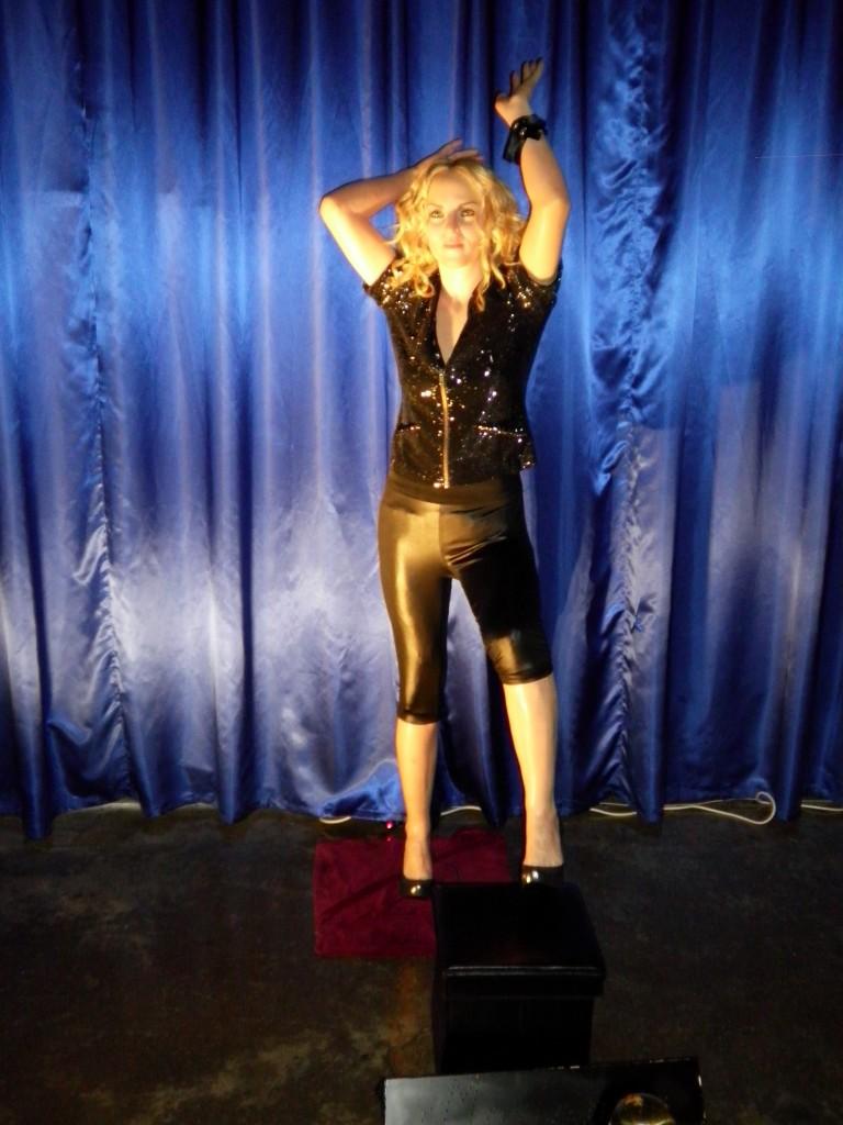 İstanbul-Balmumu-Heykel-Müzesi-Madonna-Picture-5.jpg