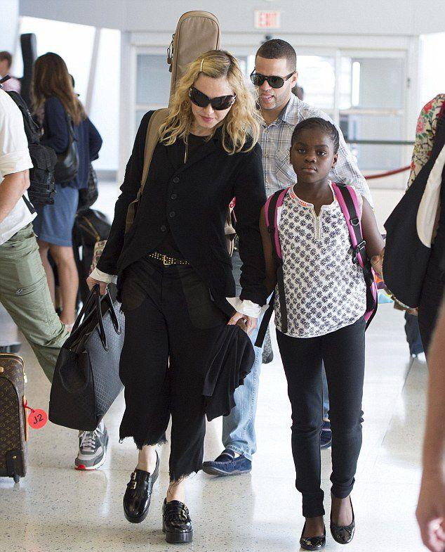 Madonna New York'ta bulunan JFK Havalimanı'nda görüntülendi.28.06.2014
