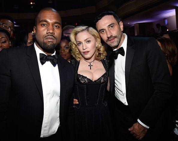Madonna, New York'ta düzenlenen 11. Annual Black Ball gecesine katıldı.