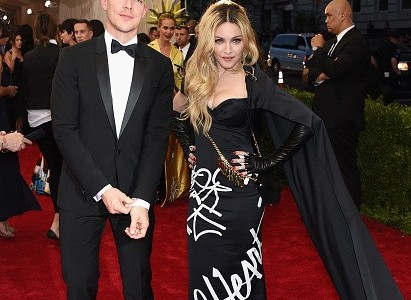 Madonna Met Gala ( Red Carpet) 2015 Video