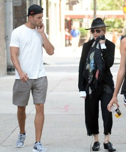 20150712-pictures-madonna-out-and-about-new-york-02