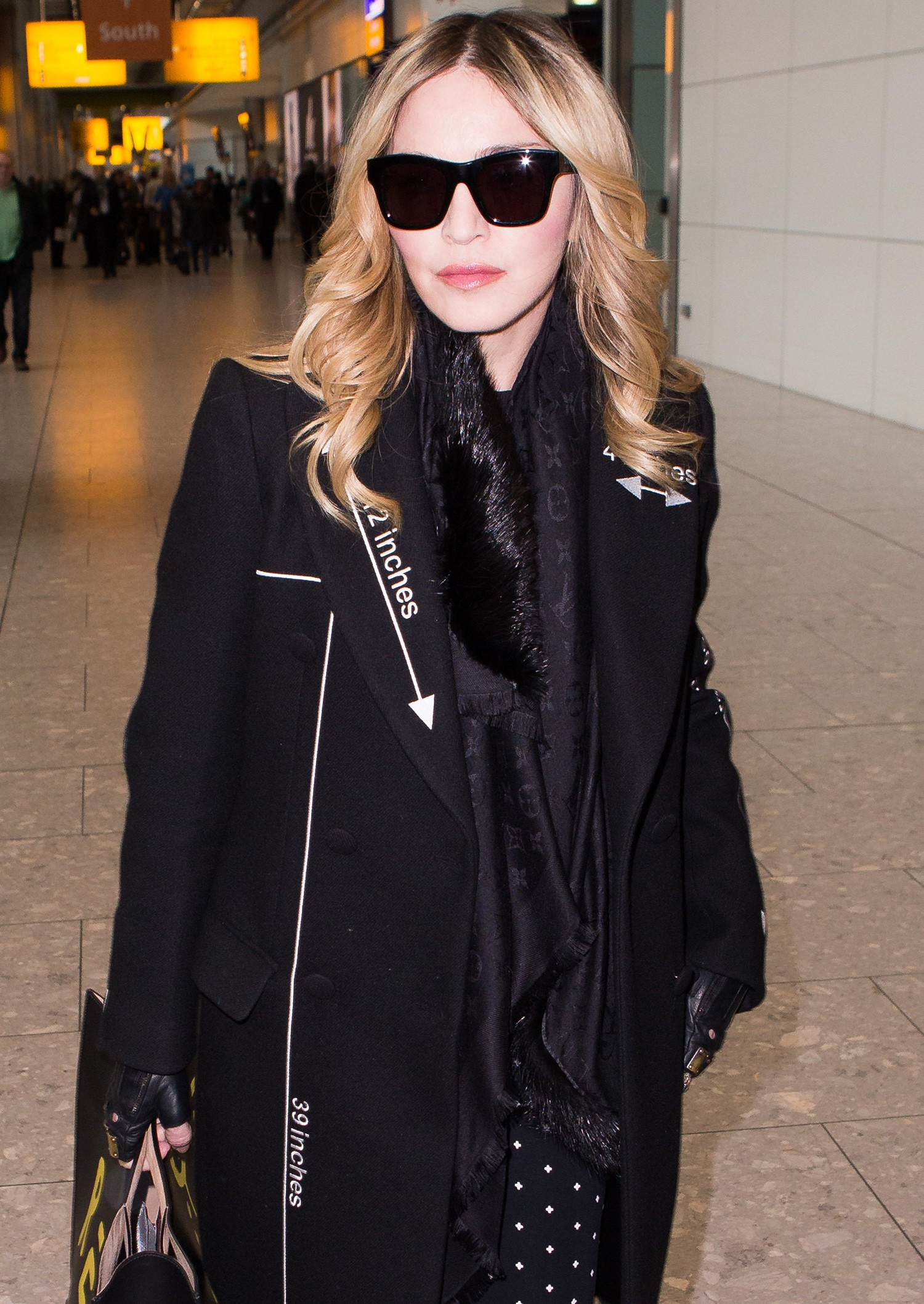 20160407-pictures-madonna-out-and-about-london-03