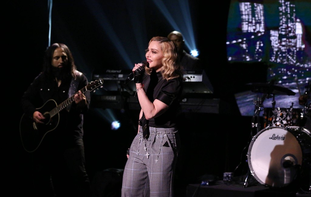 20160610-media-madonna-jimmy-fallon-borderline-02