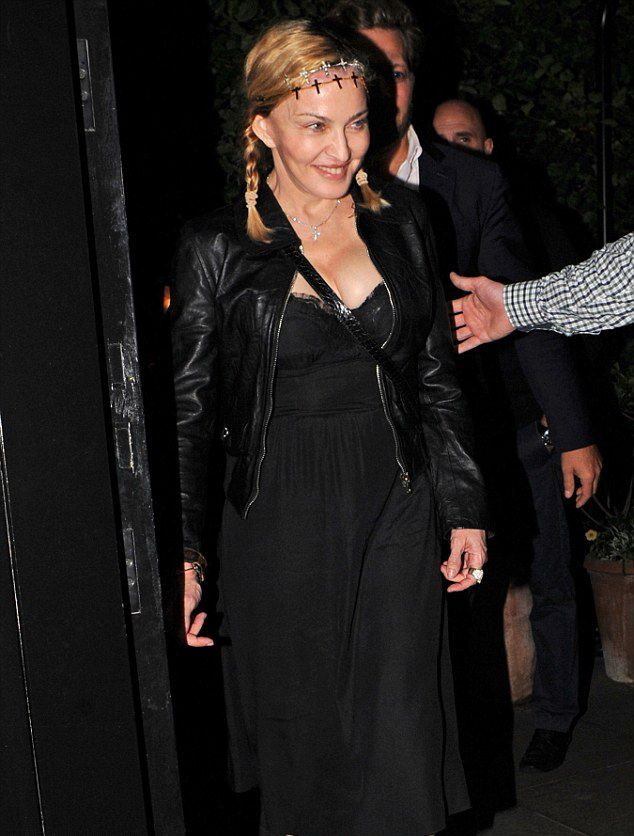 20160702-pictures-madonna-out-and-about-london-05