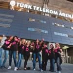 MADONNA'NIN İSTANBUL  KONSERİ ÖNCESİNDE TÜRK TELEKOM ARENA'YA GELEN FANLAR-10