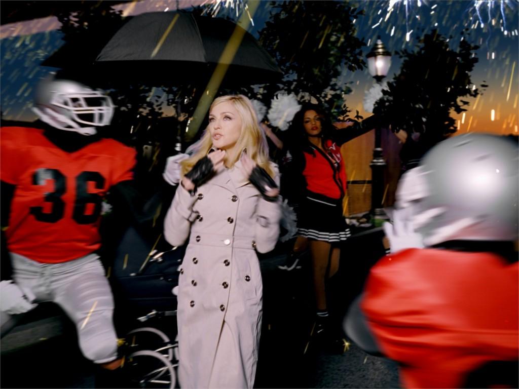 Madonna Gerçeği Give Me All Your Luvinin tanıtım başarısı
