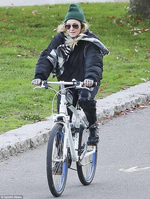 Madonna_was_spotted_in_Vancouver_Canada-picture-2