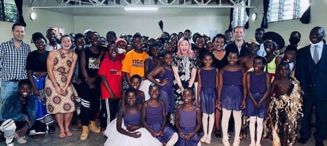 Madonna, Malawi'de çocuklar için dans ve sanat okulu açtığını duyurdu