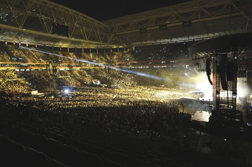 madonna-türk-telekom-arena-pictures-02